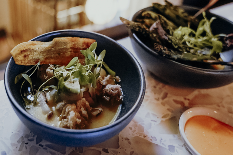London Geheimtipps, Essen und Sehenswürdigkeiten: Zwei kleine Schalen mit Essen darin.