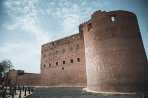 Oman Roadtrip; Reiseroute: Eine Burg von außen.