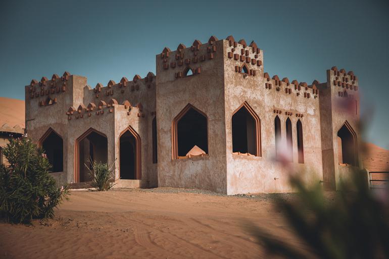 Oman Roadtrip; Reiseroute: Ein Haus das in der Wüste steht.
