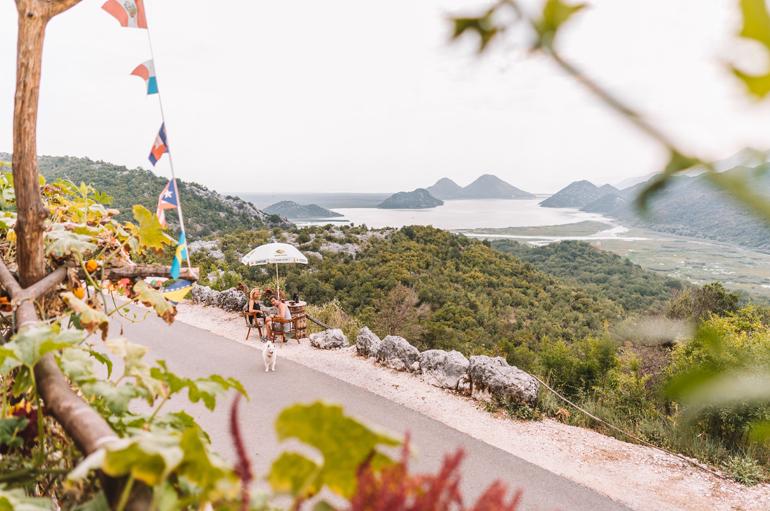 Reisetipps, Geheimtipps, Strand: Aussicht auf die Landschaft von einem Café aus.