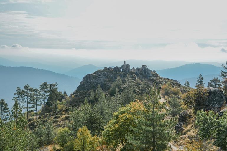 Aussicht von oben auf die Berge.