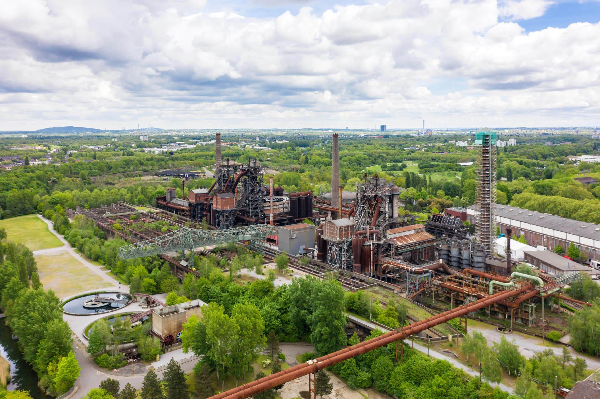 Typische Ruhrpott-Landschaft mit Kohlekraftwerk