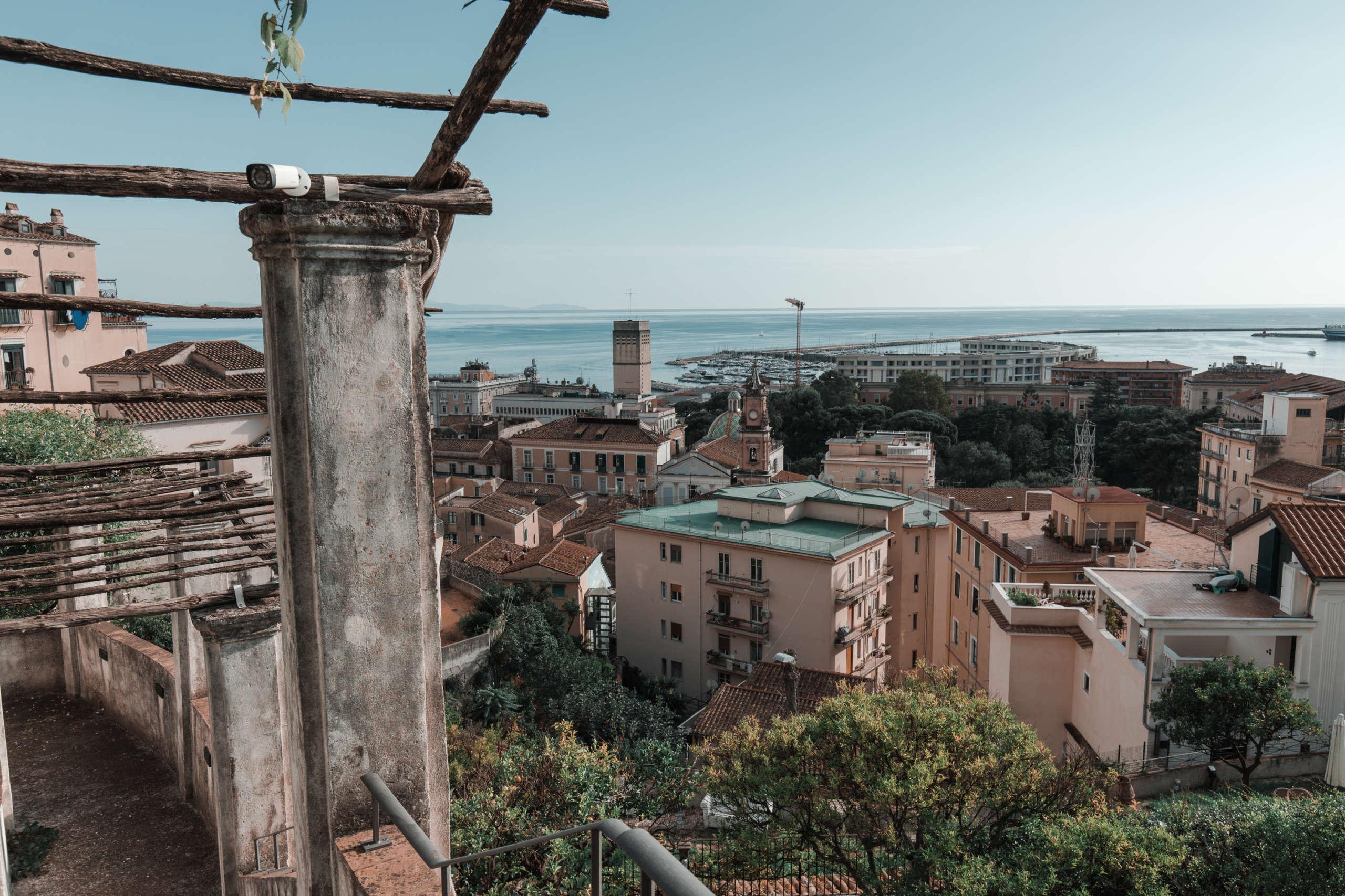 Aussicht von oben auf die Stadt.