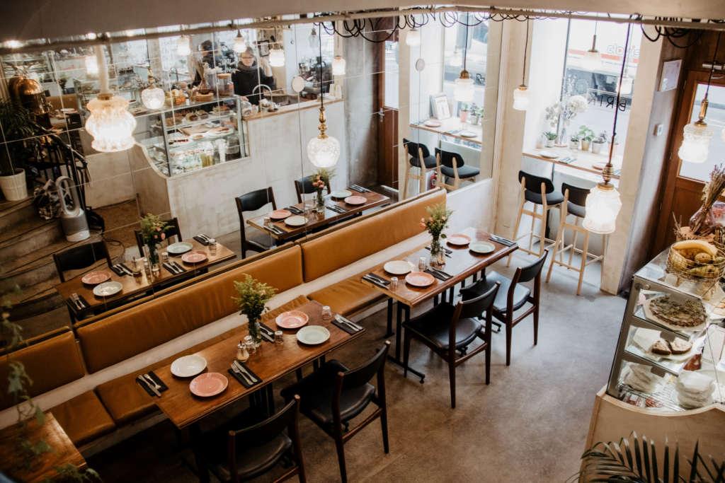 Das Ibrik Café in Paris ist elegant eingerichtet, dort lässt es sich preiswert und köstlich frühstücken.