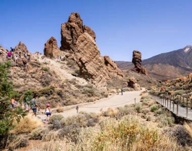 Die Felsformationen Roques de Garcia vor dem Teide Nationalpark - ein empfehlenswerter Stopp für eine Wanderung auf Teneriffa.