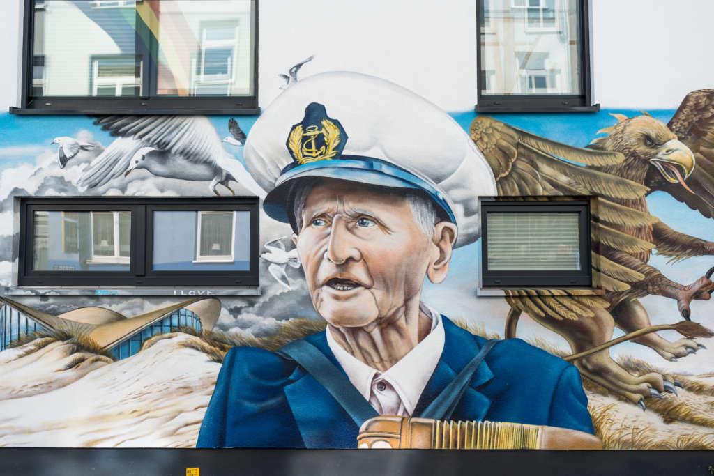 Sehenswert: Graffiti eines alten Seemanns in Rostock am Kröpeliner Tor.
