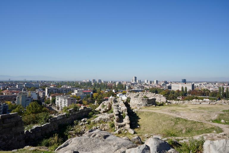 Ausblick von einem Berg auf die Stadt Plovdiv in Bulgarien.