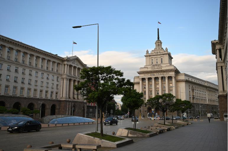Der Präsidentenpalast in Bulgariens Hauptstadt Sofia mit umliegenden Gebäuden.