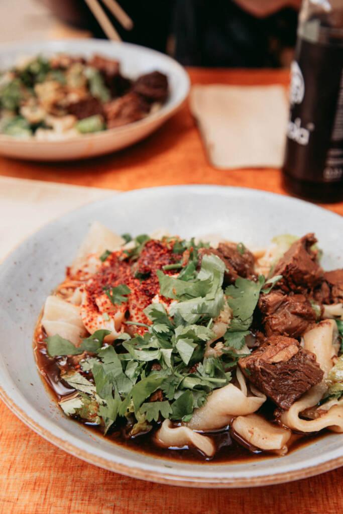 Die frischen Nudeln vom chinesischen Restaurant Wen Cheng in Prennzlauer Berg sind ein kulinarisches Highlight.