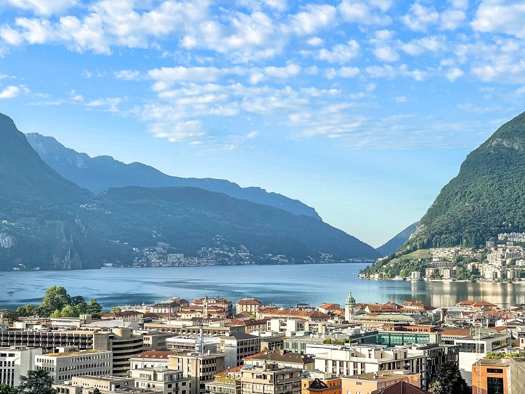 Der atemberaubende Ausblick über Lugano und den Luganersee bis hinten zu den Bergen.