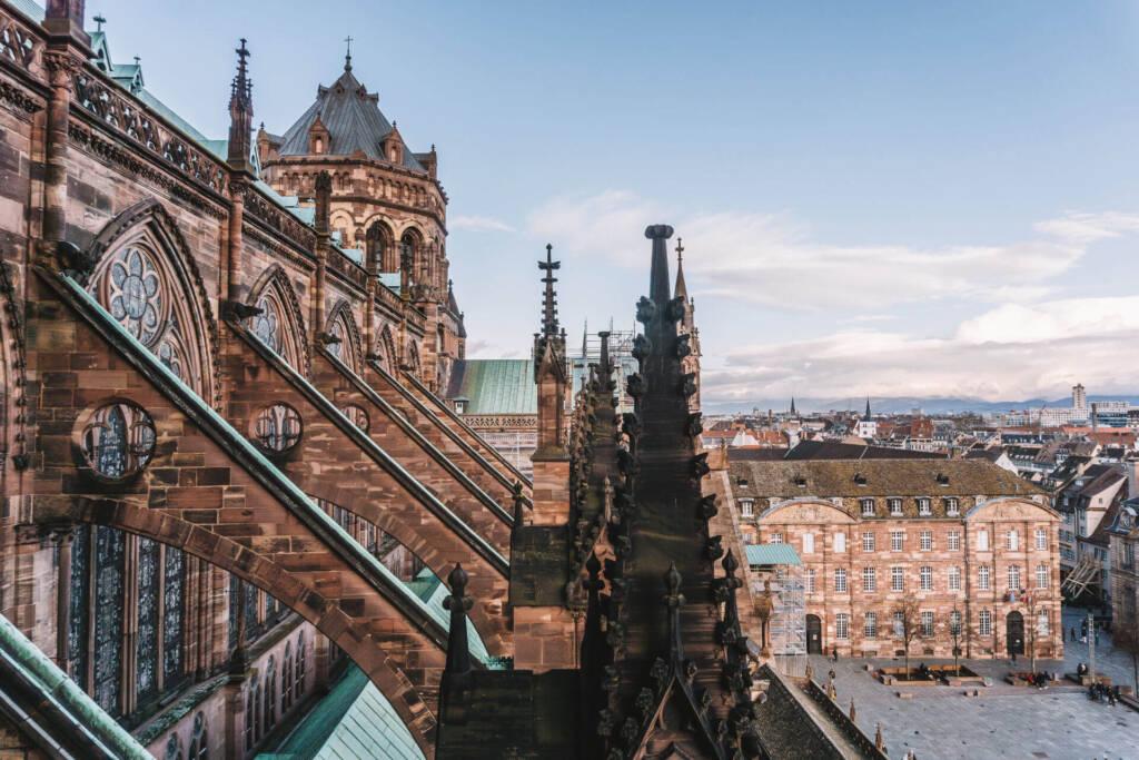 Das Straßburger Münster ist zu recht eine beliebte Sehenswürdigkeit mit der gotischen Architektur.