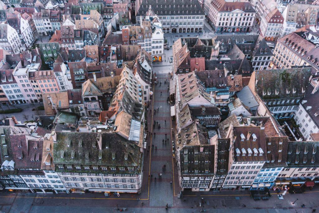 Die Aussicht vom Münster auf die Häuser und Cafés ist beeindruckend.