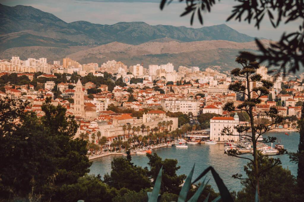 Vom Marjan hat man eine wunderschöne Aussicht auf die kroatische Küstenstadt Split.